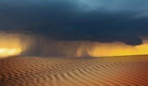 Une tempête de sable balaie tout sur son passage en Arabie Saoudite