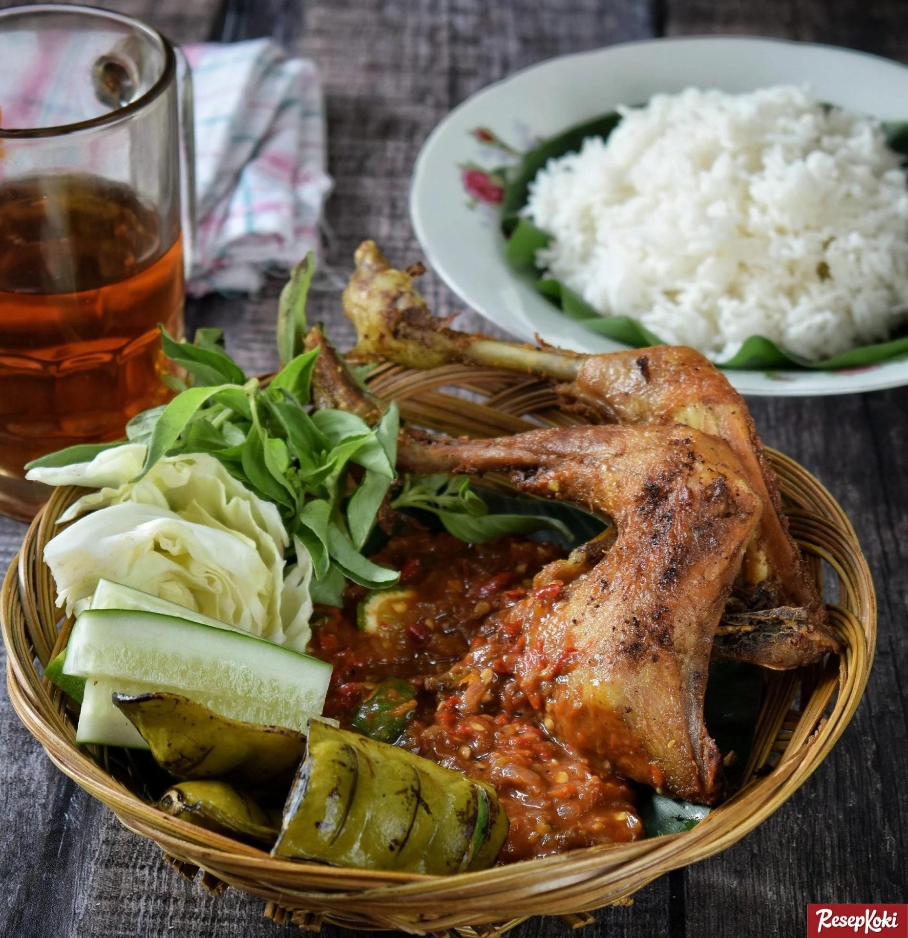 pecel ayam istimewa lengkap dengan sambel khas resep resepkoki
