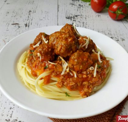 spagetthi meatballs bolognaise