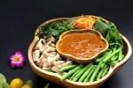 7 Makanan Khas Indonesia dengan Bumbu / Saus Kacang