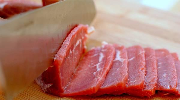 Tips Memotong Daging Empuk dan Tidak Alot