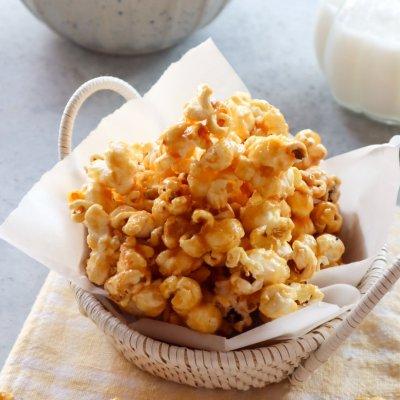 Popcorn caramel manis