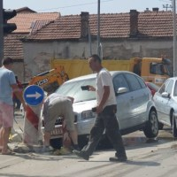Od jutros haos na Bulevaru Nikole Pašića: Poplave, gejziri i automobil zaglavljen u rupi