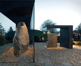 la Structure de protection de pierres runiques au Danemark (Nobel Arkitekter)