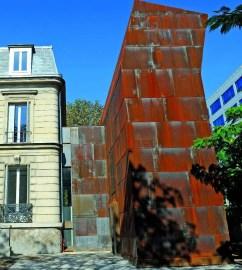 Le 116 à Montreuil, une bâtisse d'époque Napoléon III mariée à une extension en Corten signée de l'architecte Bernard Desmoulin.