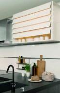 1. Darty surfe sur la tendance « optimisation des gestes » avec ce meuble haut avec façade à lamelles de verre articulées qui s'ouvre et se ferme sans effort.