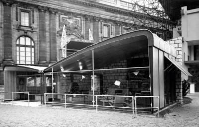 85-Maison-double-coque,-Paris,-exposition-de-l'habitation-au-salon-des-Arts-ménagers,-1951
