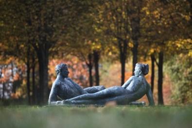 CoupleAllongéparJMdePas-JardinSculpturesBoisGuilbert_CopyrightJMdePas