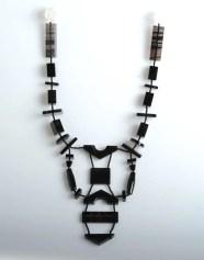 Anne et Patrick Poirier, collier en obsidienne