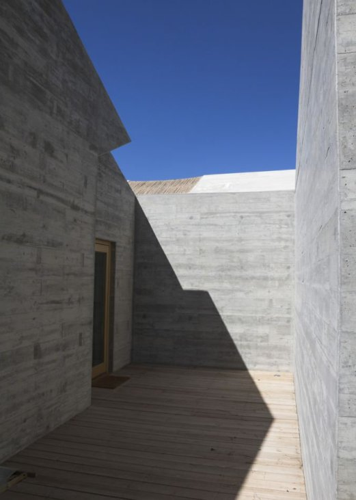 villa-contemporaine-aires-mateus-architecte-comporta-portugal-v1_crop