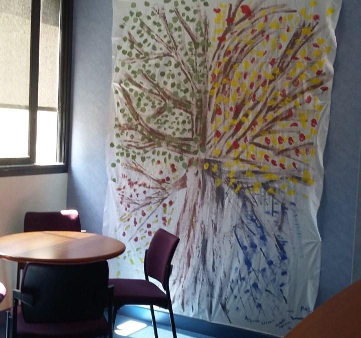 «Tous à vos pinceaux» – Tenture réalisée par les personnes accueillies en accueil de jour sur les thèmes des 4 saisons.