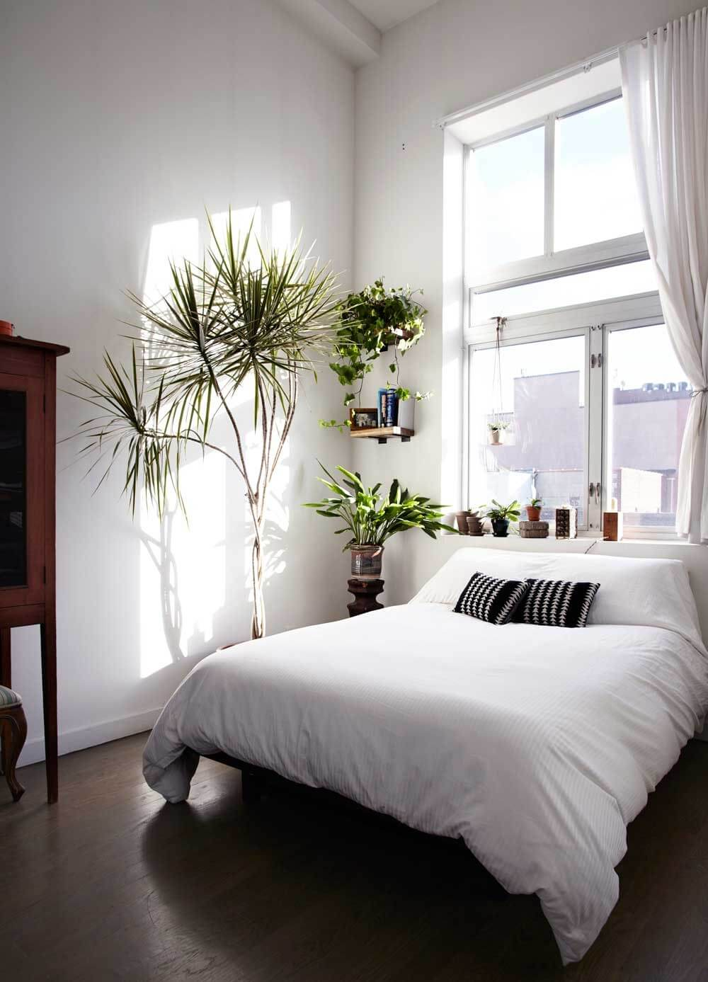 Designer Secrets : 5 Decorating Rules Worth Breaking on Bedroom Minimalist Design Ideas  id=19871