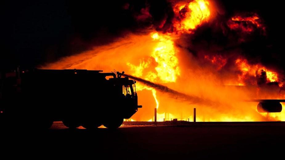 fire-danger-dangerous-fight-68138