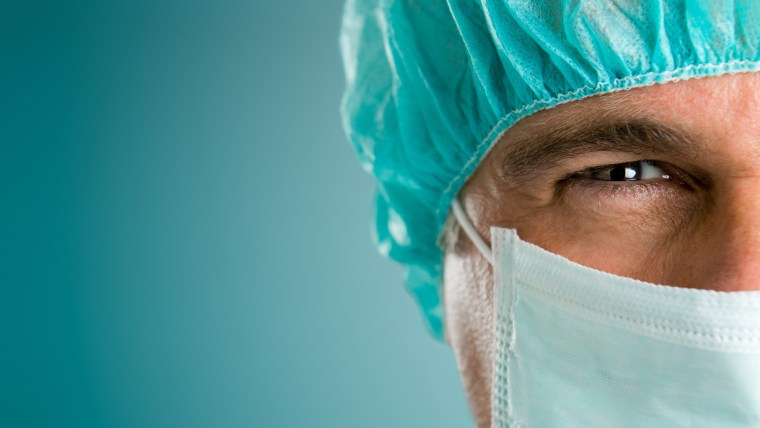 surgeon_face_dressing_blue_background_79903_4288x2848