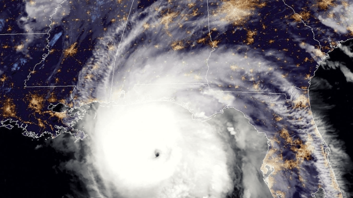 FCC to probe how wireless carriers respond to natural disasters