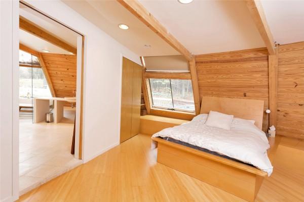 sloped-roof-bedroom-600x400