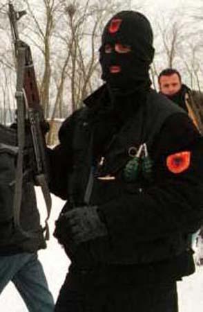 Membro do UÇK (http://resistir.info)