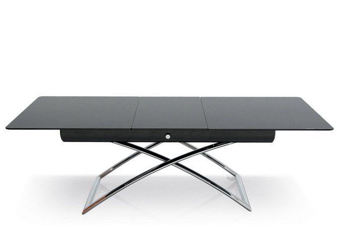 une grande table dans un petit espace