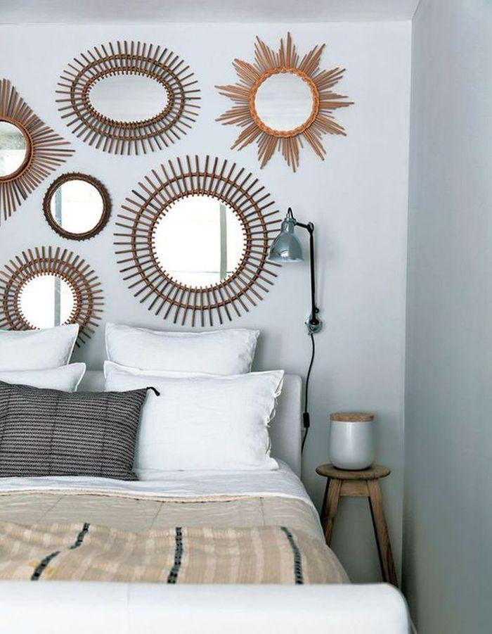 latest des miroirs en guise de tte de lit with idee deco tete de lit avec rideaux