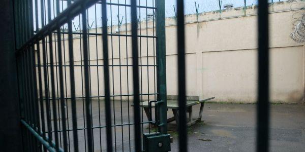 prison d osny entre les murs de l