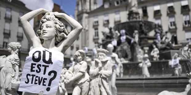 """Les proches de Steve ont tapissé les murs et monuments de Nantes d'affiches demandant """"Où est Steve?"""""""
