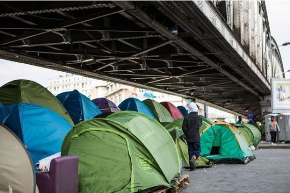 Paris   Les migrants de la Porte de la Chapelle     vacu    s Le camp de migrants Porte de la Chapelle