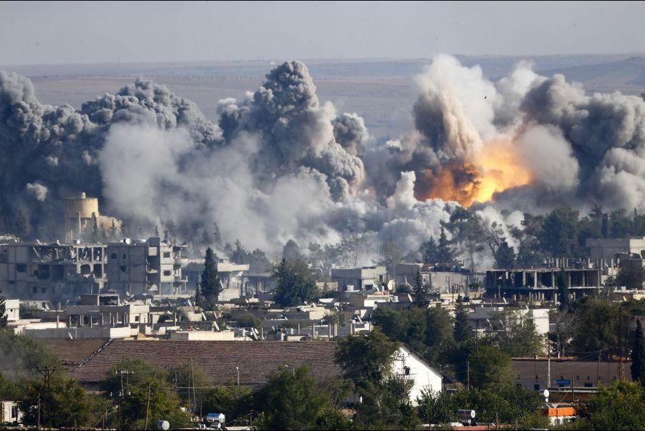 Les frappes aériennes de la coalition continuent pour empêcher l'avancée de Daesh
