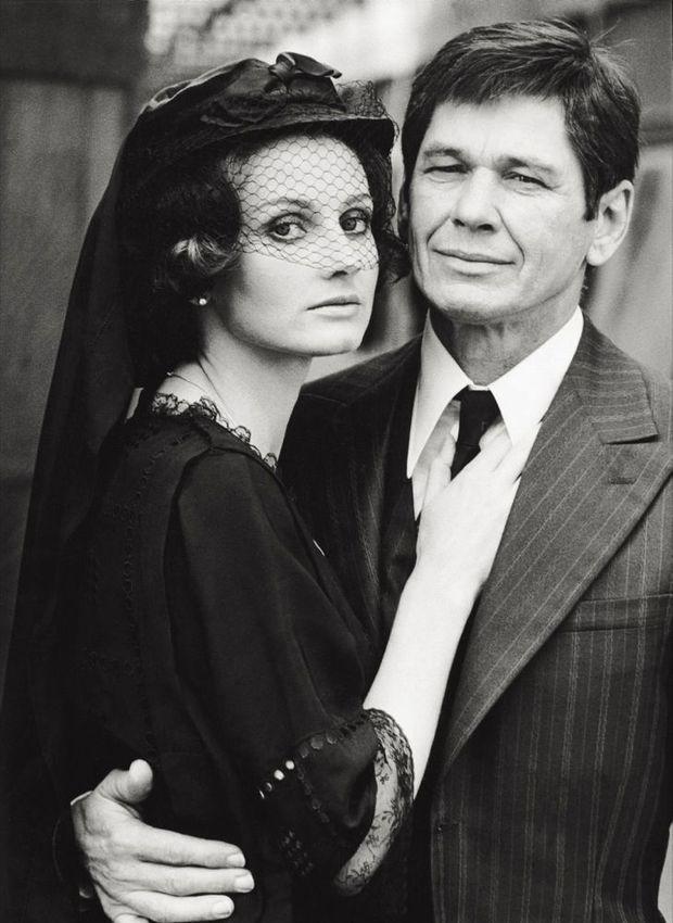 Jill Ireland et Charles Bronson, sur le tournage du film Cosa Nostra (The Valachi Papers en 1972 à Rome.