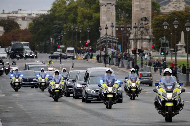 Le convoi menant le cercueil de Jacques Chirac aux Invalides, dimanche.