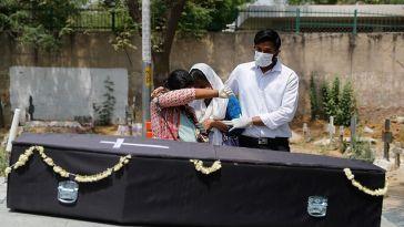 Macron détaille son plan pour le déconfinement, record de morts en Inde… le point sur le coronavirus