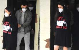 pregnant anushka sharma visit clinic with husband - India TV Hindi