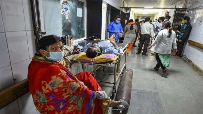 Uttar Pradesh Lucknow Noida Kanpur Coronavirus cases death toll latest update news । UP Corona Update: यूपी में कोरोना से 312 और मरीजों की मौत, 15747 नये मामले आए - India TV Hindi News