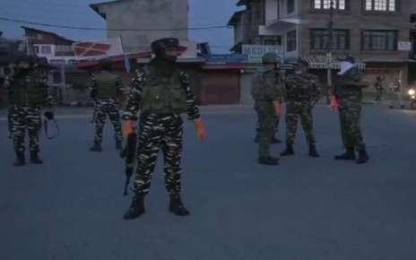 श्रीनगर में सुरक्षाबलों और आतंकियों के बीच मुठभेड़ जारी, मोबाइल इंटरनेट सेवाएं बंद की गई
