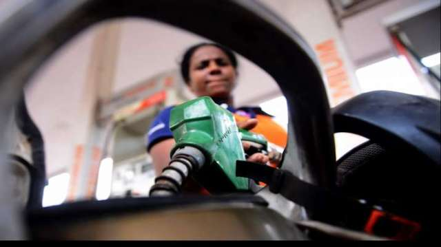 Petrol and diesel prices increase by Rs 0.47 and Rs 75.19/litre - India TV Paisa