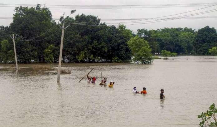 bihar flood affects railway samastipur dharbhanga route । बिहार में बाढ़ से समस्तीपुर-दरभंगा रेलखंड - India TV Hindi