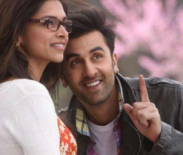 Watch Video Ranbir Kapoor Deepika Padukone S Hot Kissing