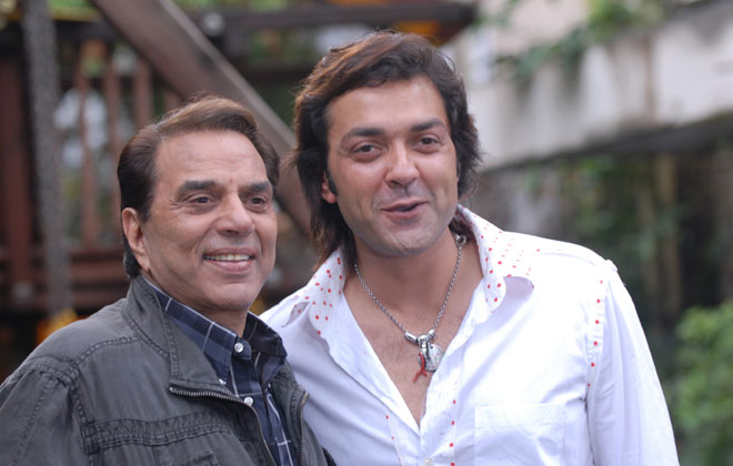 Dharmendra happy with Bobby Deol's Bollywood comeback | Bollywood News –  India TV