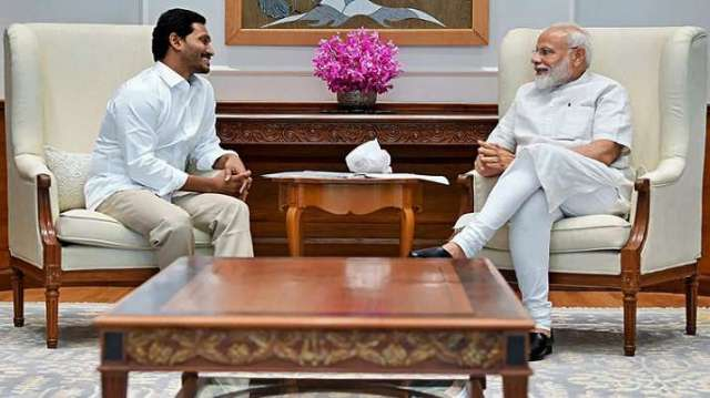 Prime Minister Narendra Modi meets YSR Congress Party President and Andhra Pradesh Chief Minister-de