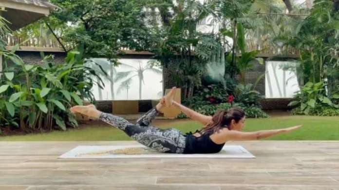 pjimage 35 1608561798 सोमवार प्रेरणा: शिल्पा शेट्टी आत्मविश्वास और निडरता के लिए योग का सुझाव देती हैं
