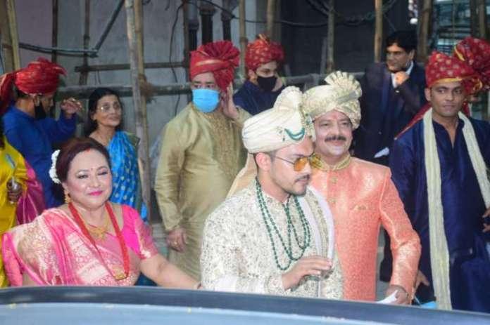 whatsapp image 2020 12 01 at 3 1606819644 क्या आप जानते हैं कि शादी के दौरान आदित्य नारायण के पास एक पल था? जानिए उनके पजामा के साथ क्या हुआ