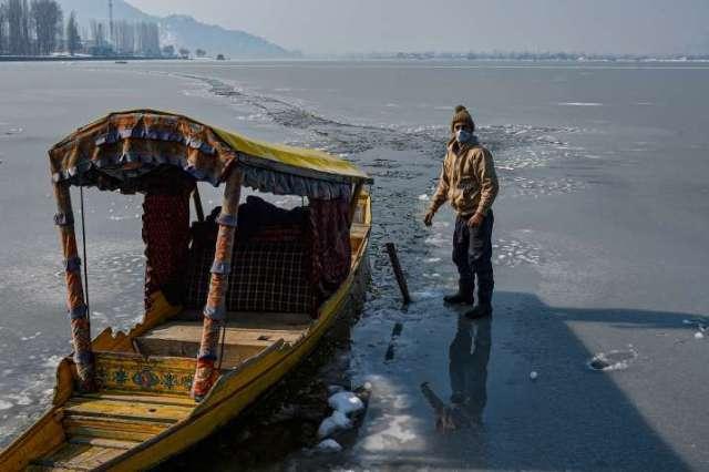 India Tv - dal Lake frozen, frozen dal Lake, dal Lake, dal Lake srinagar, dal Lake kashmir, dal Lake photos, da