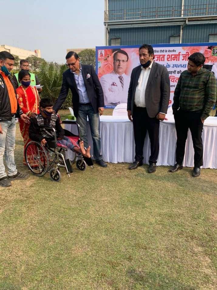 India Tv - Rajat Sharma distributes wheelchairs among divyang children, elderly