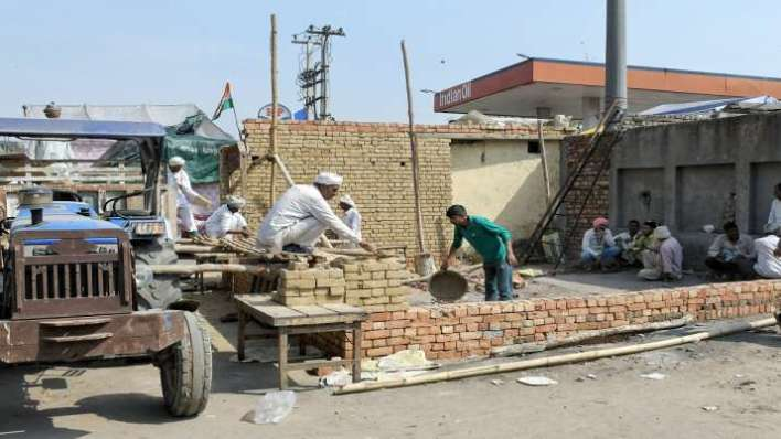 Farmers get summer-ready, some construct brick houses at Singhu border