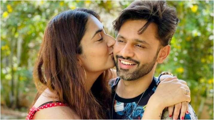 Disha Parmar plants a kiss on Rahul Vaidya's cheek as they strike mushy pose   PICS