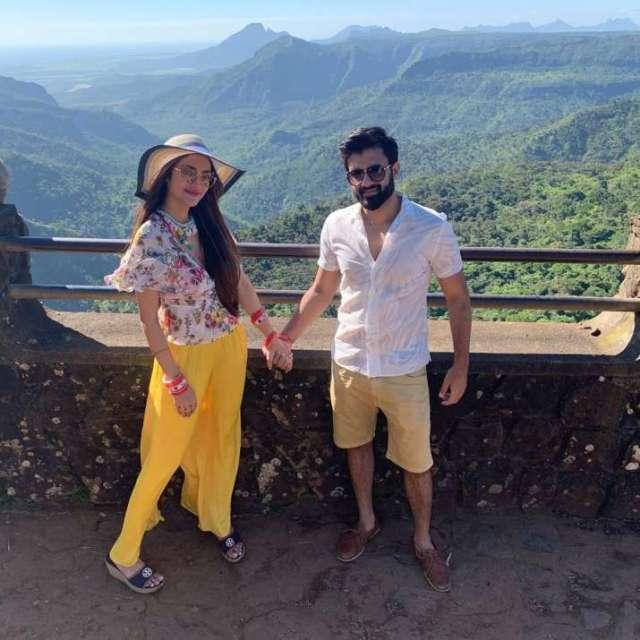 India Tv - Nusrat Jahan and Nikhil Jain
