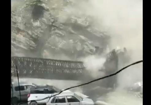 हिमाचल में भूस्खलन, पुल ढहने के डरावने दृश्य