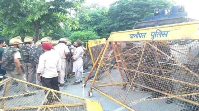 India Tv - Farmers, karnal, haryana, Rakesh Tikait