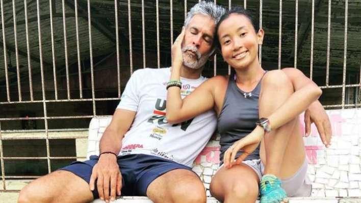 मिलिंद सोमन और अंकिता कोंवर ने मनाया मील का पत्थर