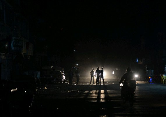 Bangladesh hit by electricity blackout as national power grid link from  India fails | India News – India TV