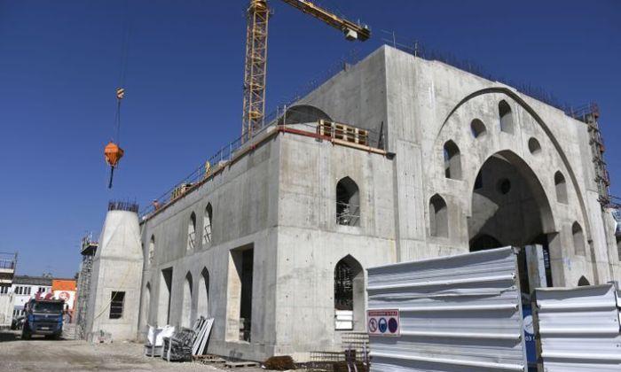 Antisémitisme, financement de mosquée… La polémique à la mairie de Strasbourg en trois actes